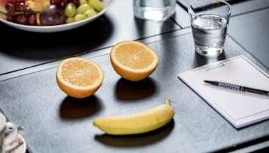 Kokous terveellisellä lounaalla