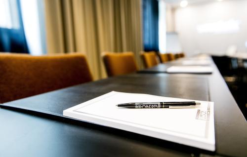 Kokoustila Helsingissä, joka soveltuu hyvin noin 20 hengen kokouksiin ja seminaareihin.